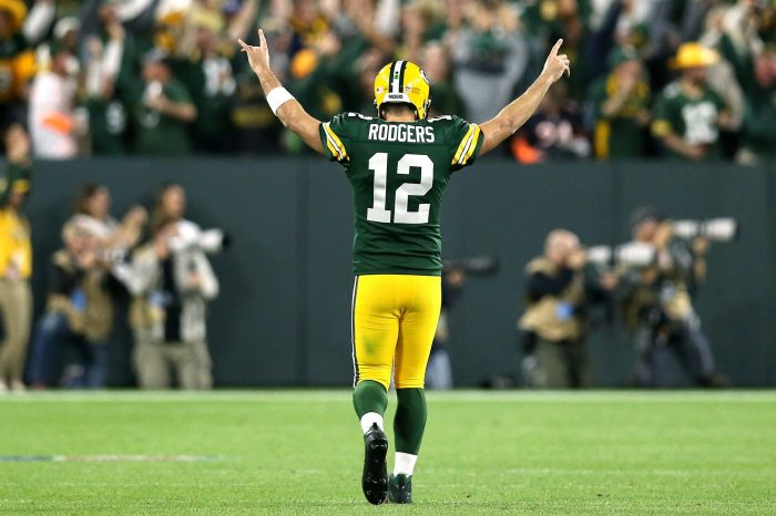 Aaron Rodgers Proves To Us Again That He's The Best Quarterback In The NFL